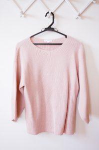 ピンクのセーター