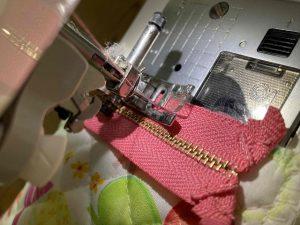 ファスナーを縫い付ける