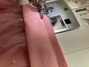 ベルト部分の縫い代の始末をする