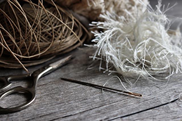 縫い針とハサミ